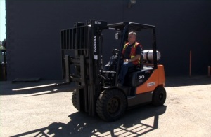 Intro to Counterbalanced Forklifts Spanish DVD 1
